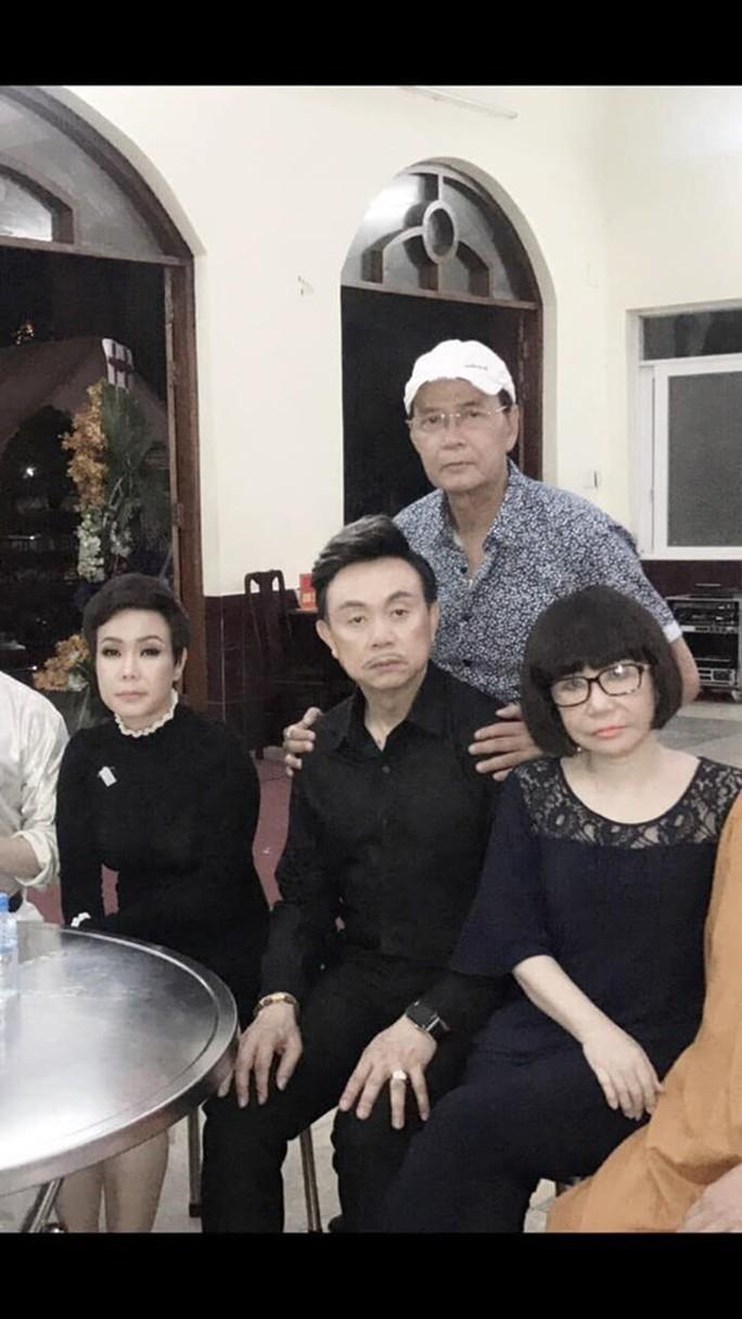 Tiễn đưa NSƯT Giang Châu về nơi an nghỉ cuối cùng - Ảnh 11.