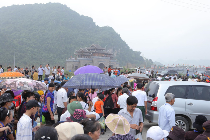 Hàng vạn người đổ về chùa Tam Chúc mừng đại lễ Phật đản Vesak 2019 - Ảnh 1.