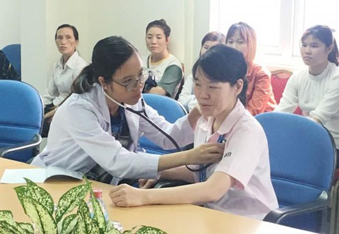 Hà Nội: 600 công nhân được khám, tư vấn sức khỏe - Ảnh 1.