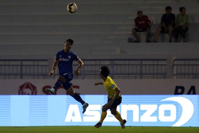 Sân bóng siêu đẹp được chọn để khai mạc giải hạng nhì Quốc gia - Ảnh 3.