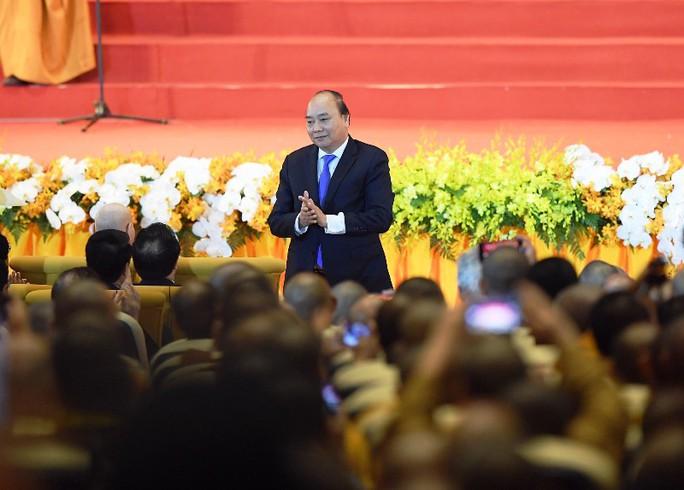 Thủ tướng: Suy nghiệm lời Phật dạy để kiến tạo xã hội tốt đẹp hơn - Ảnh 1.