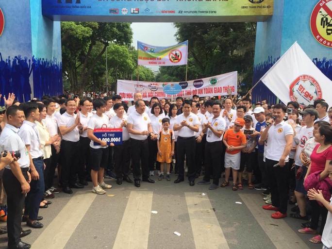 Phó Thủ tướng cùng hơn 8 ngàn người đi bộ kêu gọi Đã uống rượu bia - Không lái xe - Ảnh 1.