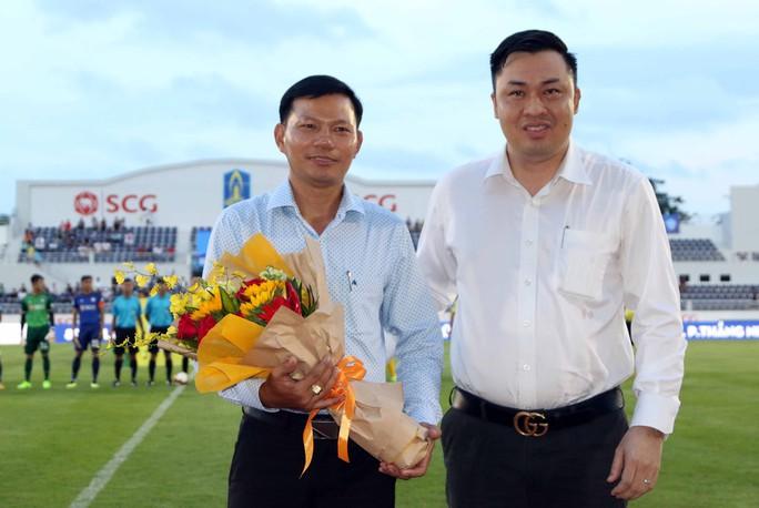 Sân bóng siêu đẹp được chọn để khai mạc giải hạng nhì Quốc gia - Ảnh 2.