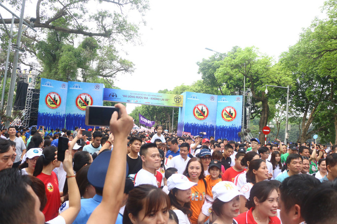 Phó Thủ tướng cùng hơn 8 ngàn người đi bộ kêu gọi Đã uống rượu bia - Không lái xe - Ảnh 8.
