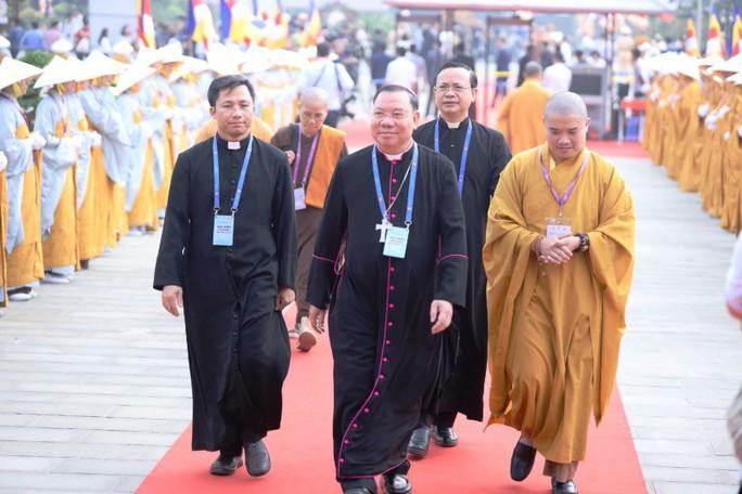 Thủ tướng: Suy nghiệm lời Phật dạy để kiến tạo xã hội tốt đẹp hơn - Ảnh 6.