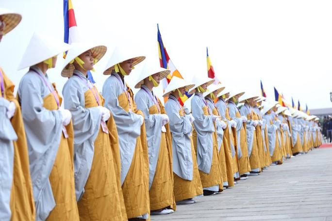 Thủ tướng: Suy nghiệm lời Phật dạy để kiến tạo xã hội tốt đẹp hơn - Ảnh 3.