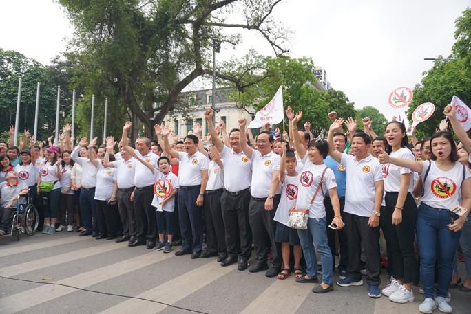 Phó Thủ tướng cùng hơn 8 ngàn người đi bộ kêu gọi Đã uống rượu bia - Không lái xe - Ảnh 2.