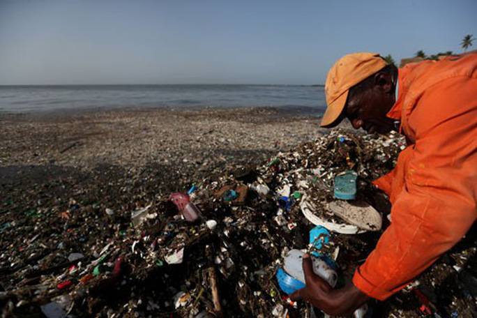 Thế giới ngăn xả rác thải nhựa ra biển - Ảnh 1.