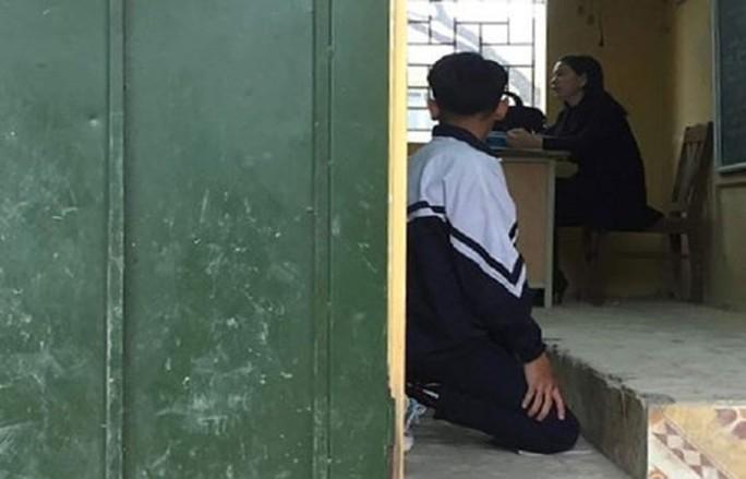 Phạt học sinh quỳ gối: Quá khắt khe với ứng xử của giáo viên? - Ảnh 1.