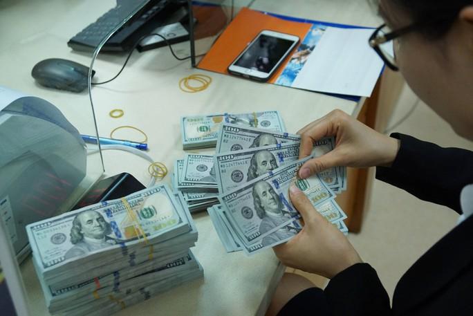 Giá USD tự do bất ngờ tăng mạnh - Ảnh 1.