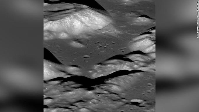 Mặt trăng ngày càng teo tóp - Ảnh 1.