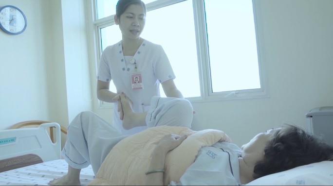 Người phụ nữ bị nhiễm trùng toàn thân do chích thuốc trị đau khớp - Ảnh 1.