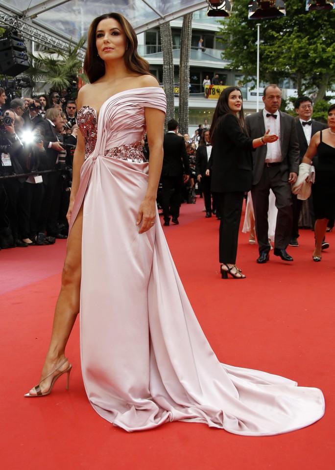 Dàn sao nữ diện đầm xẻ táo bạo tại Cannes 2019 - Ảnh 5.