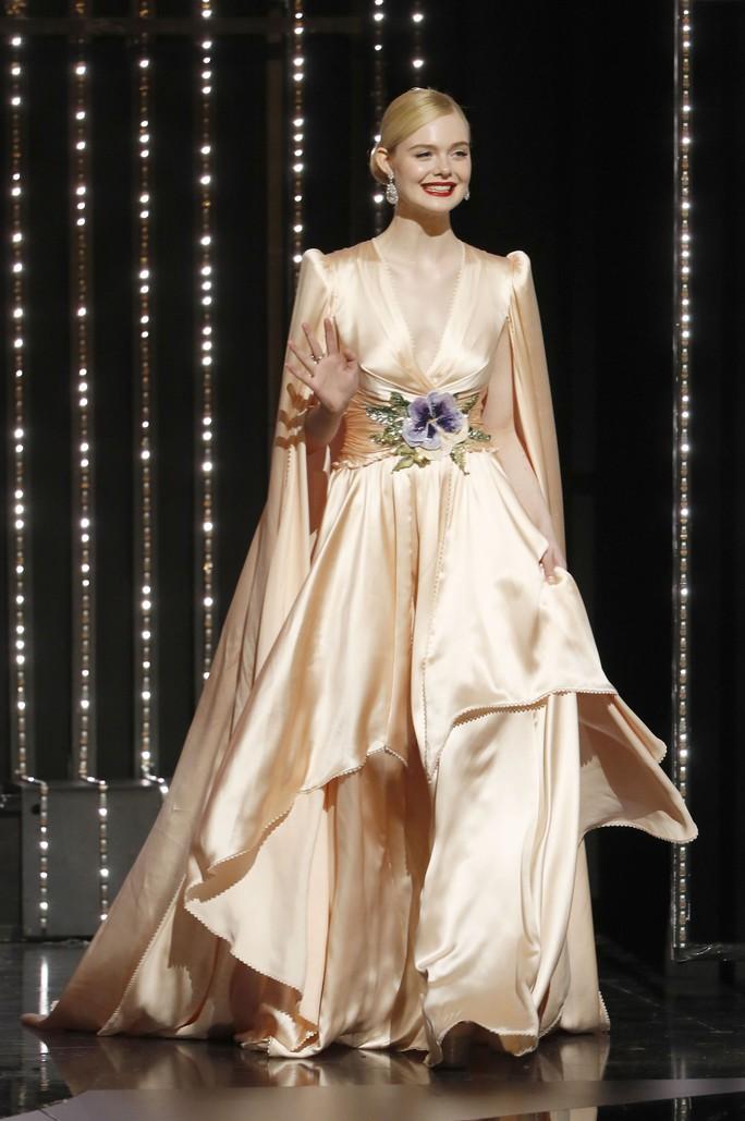 Dàn sao nữ diện đầm xẻ táo bạo tại Cannes 2019 - Ảnh 2.