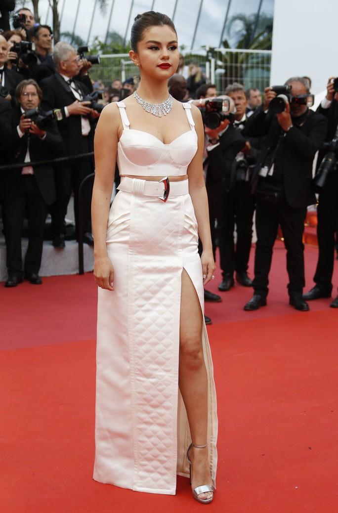 Dàn sao nữ diện đầm xẻ táo bạo tại Cannes 2019 - Ảnh 1.