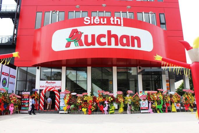 Chuỗi siêu thị Auchan khuyến mãi dọn kho trước ngày đóng cửa  - Ảnh 1.