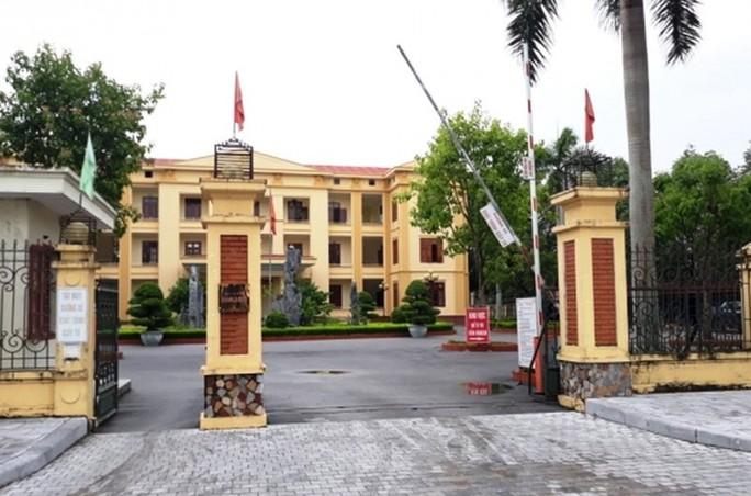 Khởi tố, cấm đi khỏi nơi cư trú với 3 cán bộ huyện Quảng Xương - Ảnh 1.