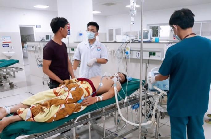 Vụ ngạt khí độc trên tàu cá ở Quảng Bình: Ngư dân thứ 2 đã tử vong - Ảnh 2.