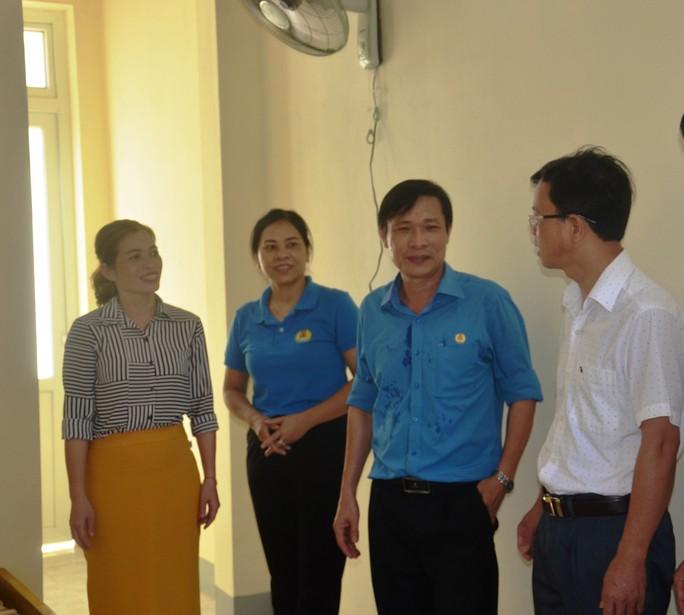 Quảng Bình: Tặng Mái ấm Công đoàn cho giáo viên vùng sâu - Ảnh 2.