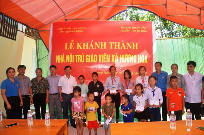 Quảng Bình: Tặng Mái ấm Công đoàn cho giáo viên vùng sâu - Ảnh 3.