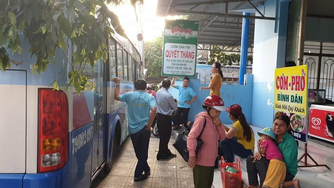 Nhiều tuyến xe buýt Nha Trang tê liệt vì tài xế ngưng chạy - Ảnh 1.