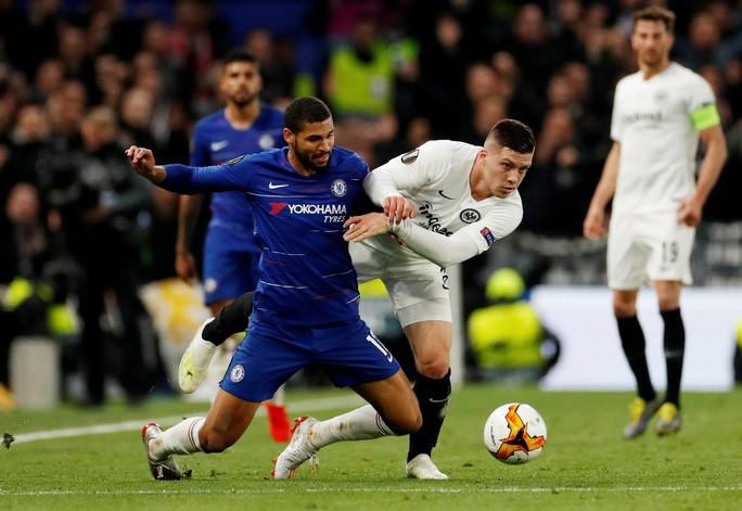 Đứt gân gót chân, người hùng Chelsea nghỉ đá 1 năm - Ảnh 1.