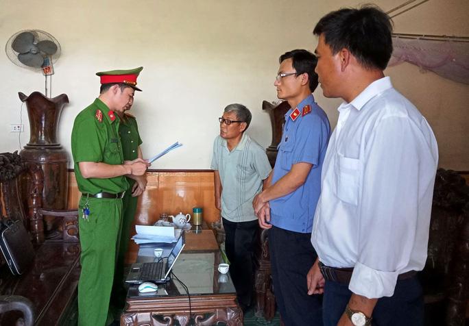 Chia chác 8 lô đất, cựu bí thư và chủ tịch xã ở Thanh Hóa bị bắt giam - Ảnh 1.