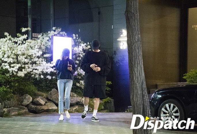 So Ji Sub hẹn hò với MC kém 17 tuổi - Ảnh 4.