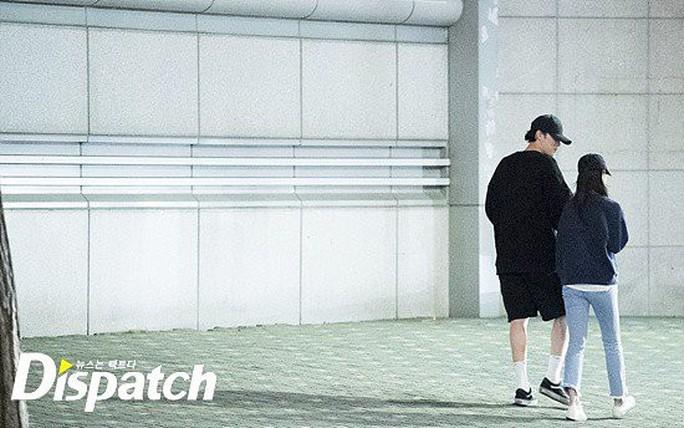 So Ji Sub hẹn hò với MC kém 17 tuổi - Ảnh 6.