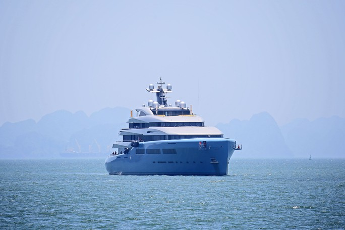 Cùng siêu du thuyền thăm vịnh Hạ Long, ông chủ Tottenham xem xét đưa đội bóng tới Việt Nam - Ảnh 2.