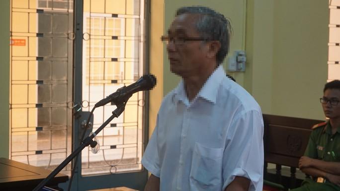 Bà Rịa - Vũng Tàu: Thầy giáo vừa nghỉ hưu yêu học trò cũ dưới 16 tuổi - Ảnh 1.