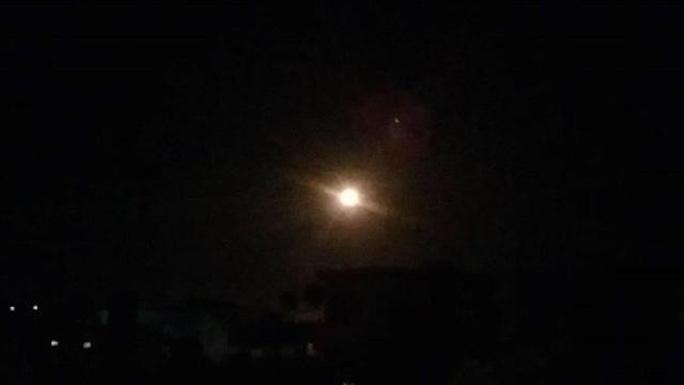 Israel bị tố không kích gần thủ đô của Syria - Ảnh 1.