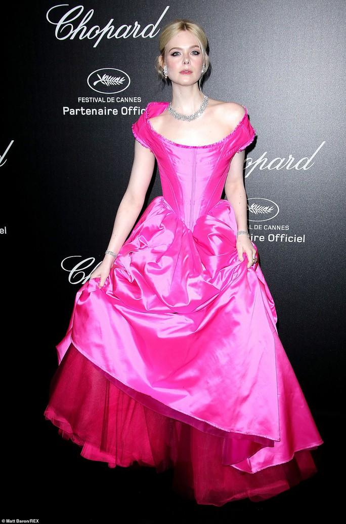 Cựu Hoa hậu Thế giới diện đầm tím, tình tứ cùng chồng ở tiệc Chopard - Ảnh 9.