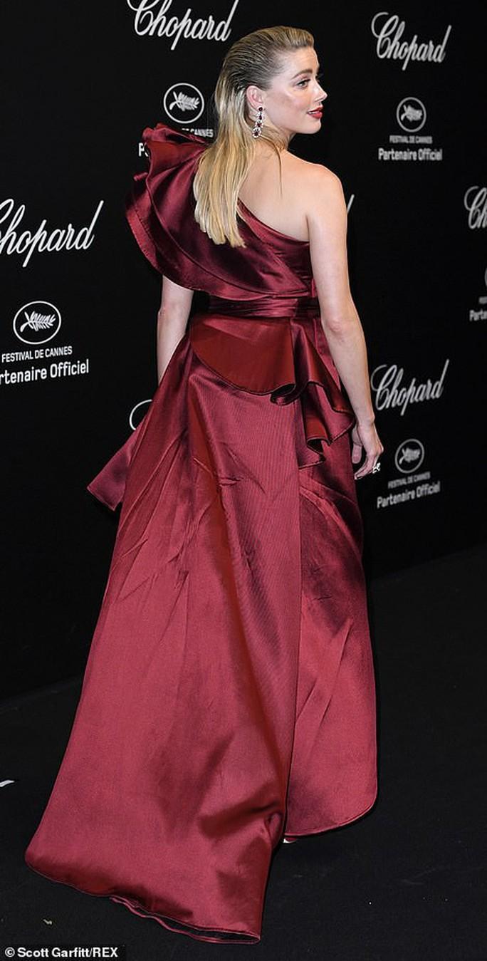 Cựu Hoa hậu Thế giới diện đầm tím, tình tứ cùng chồng ở tiệc Chopard - Ảnh 7.