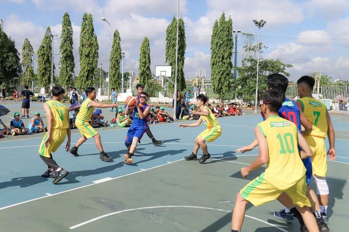 156 đội bóng rổ thi tài ở khai mạc Festival trường học TP HCM - Ảnh 3.