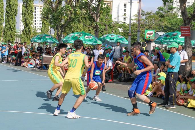 156 đội bóng rổ thi tài ở khai mạc Festival trường học TP HCM - Ảnh 2.