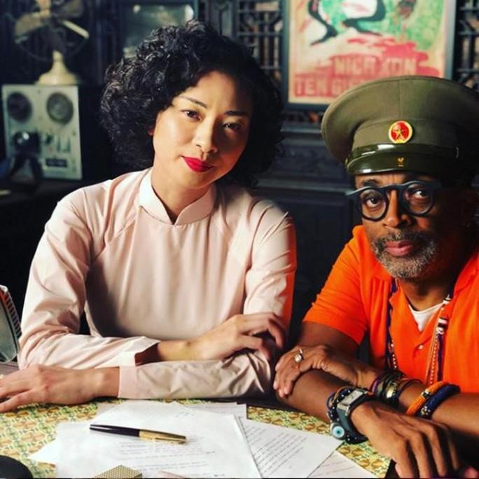 Đạo diễn thắng Oscar đăng ảnh Ngô Thanh Vân trên trường quay - Ảnh 1.