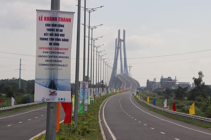 Cầu Vàm Cống bắc qua sông Hậu chính thức được khánh thành - Ảnh 24.