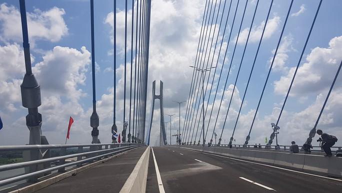 Cầu Vàm Cống bắc qua sông Hậu chính thức được khánh thành - Ảnh 1.