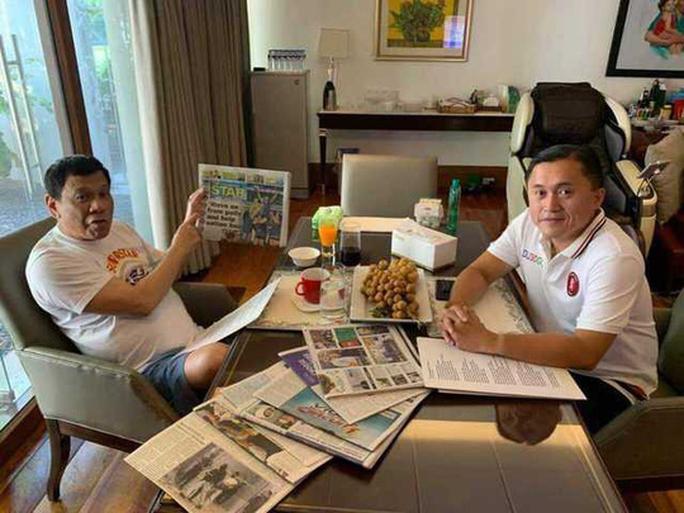 Trợ lý bác tin đồn Tổng thống Duterte ngưng tim, ngưng thở - Ảnh 1.