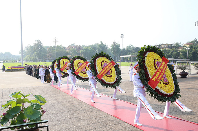 Lãnh đạo Đảng, Nhà nước vào Lăng viếng Chủ tịch Hồ Chí Minh - Ảnh 6.