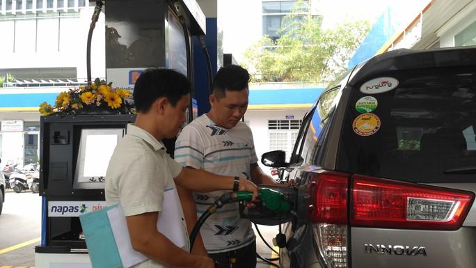 Saigon Petro kêu cứu cho xăng E5 - Ảnh 1.