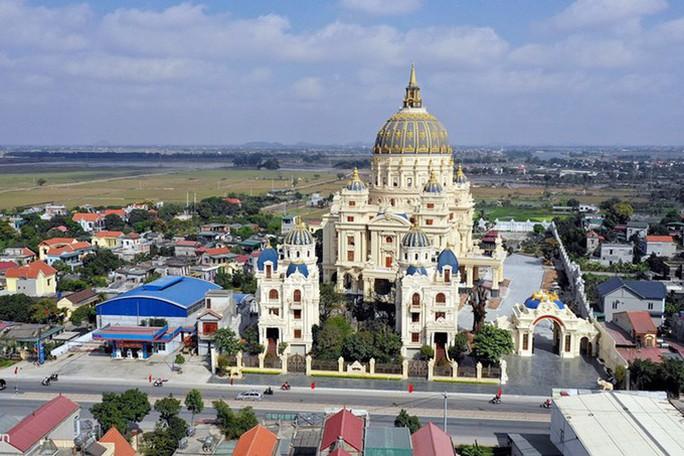 Choáng ngợp trước lâu đài ngàn tỉ đồng của đại gia Ninh Bình - Ảnh 1.