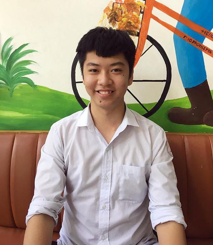 Nhiều học sinh giỏi cấp quốc gia tiếp tục đăng ký tuyển thẳng vào ĐH Duy Tân - Ảnh 1.