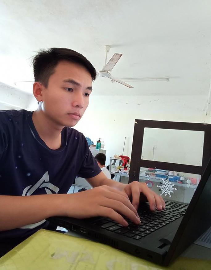 Nhiều học sinh giỏi cấp quốc gia tiếp tục đăng ký tuyển thẳng vào ĐH Duy Tân - Ảnh 2.