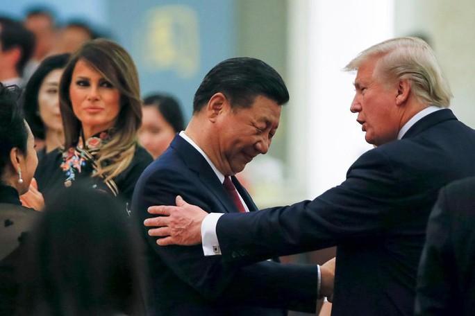 """Tổng thống Trump: """"Còn tôi, Trung Quốc đừng hòng thành siêu cường"""" - Ảnh 1."""