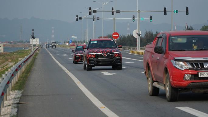 Xe ô tô Lux và Fadil của Vinfast lần đầu chạy xuyên Việt - Ảnh 1.