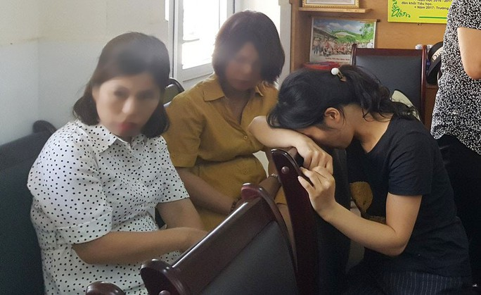 Yêu cầu buộc thôi việc cô giáo dùng đòn roi với hàng loạt học sinh giờ kiểm tra - Ảnh 1.