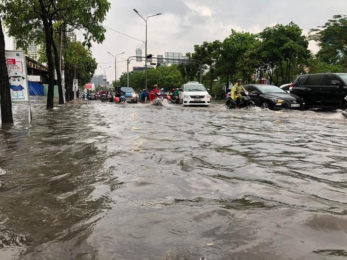 UBND TP HCM siết việc chống ngập ở đường Nguyễn Hữu Cảnh - Ảnh 1.