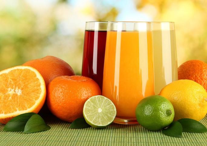 Uống nước trái cây không đường kiểu này, hại hơn nước ngọt! - Ảnh 1.